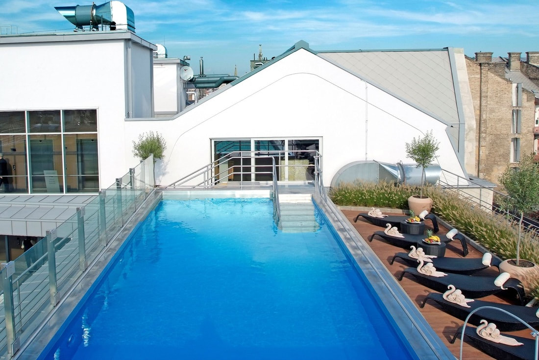 roof-garden-pool-continental-hotel-budapest