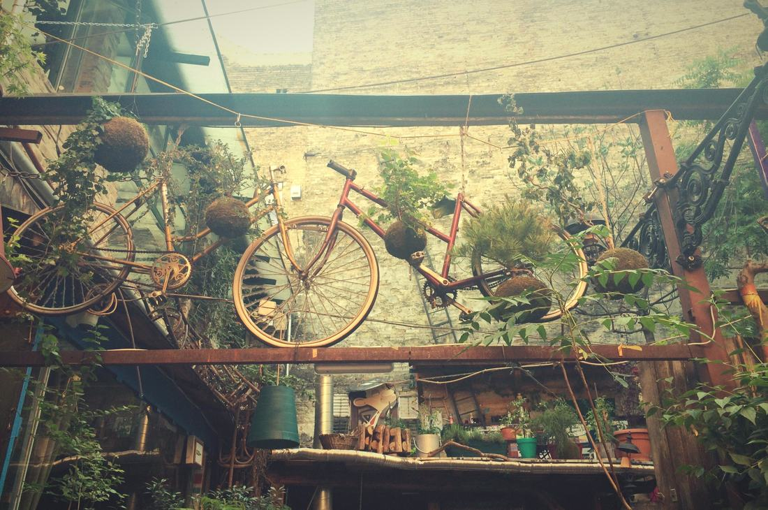 Szimpla Kert-Ruin bars-Alternative Budapest-walking tours